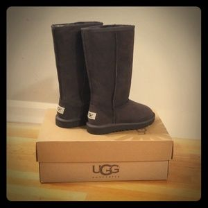 Girls NIB UGG Size 2 Tall Chocolate Brown